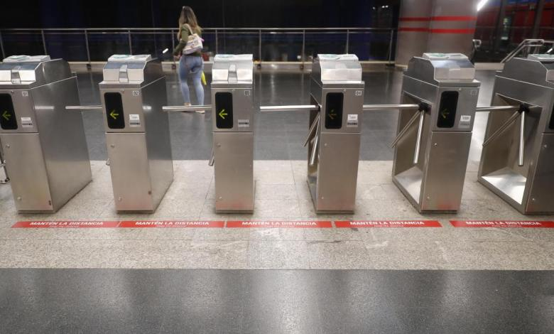 metro-de-madrid-comienza-a-rotular-vestibulos,-andenes-y-vagones-para-que-se-respete-el-distanciamiento-social