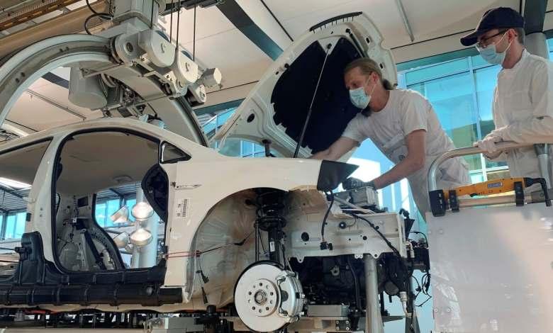 los-turistas-podran-ayudar-a-fabricar-el-volkswagen-e-golf-y-el-id.3-en-la-fabrica-transparente