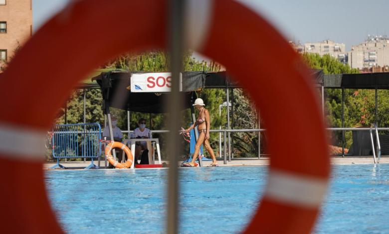 abren-las-cinco-primeras-piscinas-municipales-en-madrid-con-la-mitad-del-aforo:-«ha-venido-muy-poca-gente»