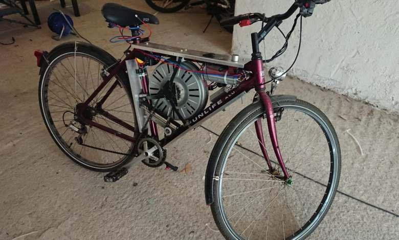 esta-bicicleta-electrica-alcanza-los-110-km/h-gracias-al-motor-de-una-lavadora