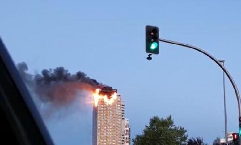 un-gran-incendio-devora-los-pisos-superiores-de-una-torre-del-norte-de-madrid