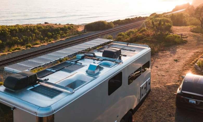 living-vehicle-presenta-una-caravana-de-lujo-capaz-de-cargar-tu-coche-electrico