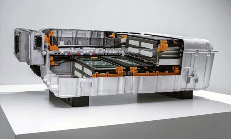 carcasas-de-baterias-plasticas-frente-a-metalicas-para-aligerar-el-peso-de-los-coches-electricos