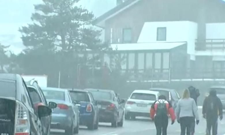 aglomeraciones-y-atascos-para-disfrutar-de-la-nieve-en-navacerrada