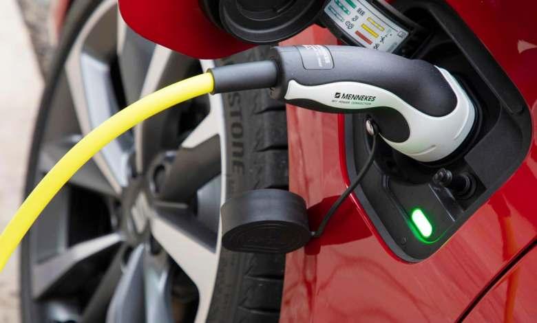 si-tienes-un-coche-electrico,-esta-encuesta-te-interesa