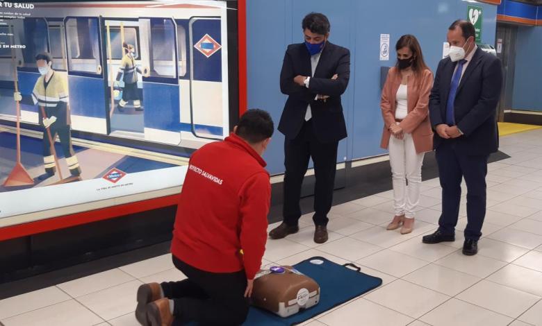 metro-de-madrid-instala-su-desfibrilador-numero-316-y-todas-sus-estaciones-ya-estan-cardioprotegidas