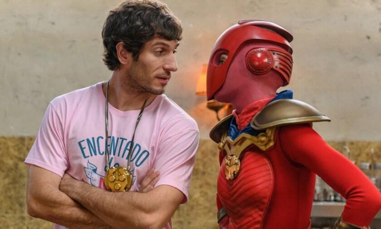 'el-vecino'-t2:-vuelve-a-netflix-la-parodia-superheroica-espanola,-con-un-humor-mas-afilado-y-tramas-mas-sorprendentes