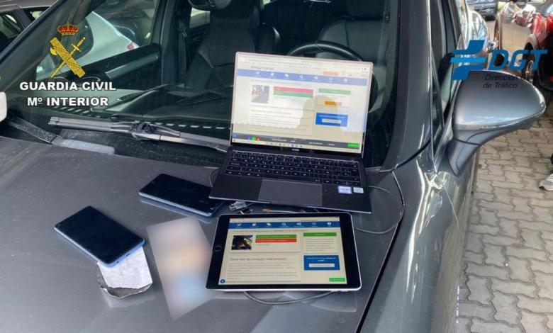 la-guardia-civil-desarticula-un-grupo-organizado-dedicado-a-copiar-en-los-examenes-del-permiso-de-conducir