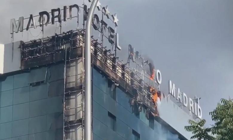 espectacular-incendio-en-un-hotel-de-madrid-junto-a-la-m-30:-las-llamas-se-extienden-por-varias-plantas