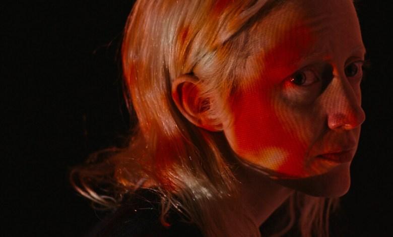 'possessor-uncut':-brandon-cronenberg-abraza-la-alargada-sombra-de-su-padre-en-una-distopica-orgia-de-violencia-futurista