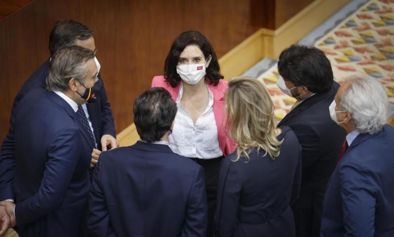 ayuso-inicia-su-gobierno-en-solitario-gracias-a-los-votos-de-vox,-que-pide-cerrar-telemadrid-y-derogar-leyes-lgtbi
