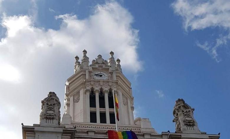 la-bandera-arcoiris-no-ondera-finalmente-en-la-fachada-del-ayuntamiento-de-madrid