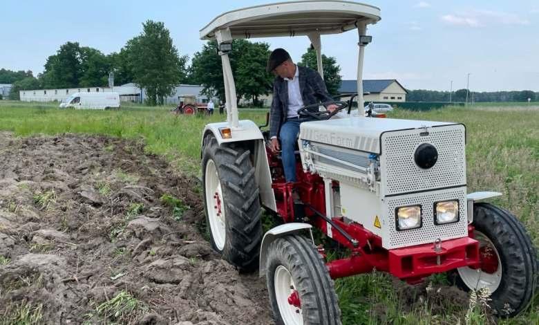 herbert-diess,-jefe-de-volkswagen,-tambien-se-atreve-con-un-tractor-electrico