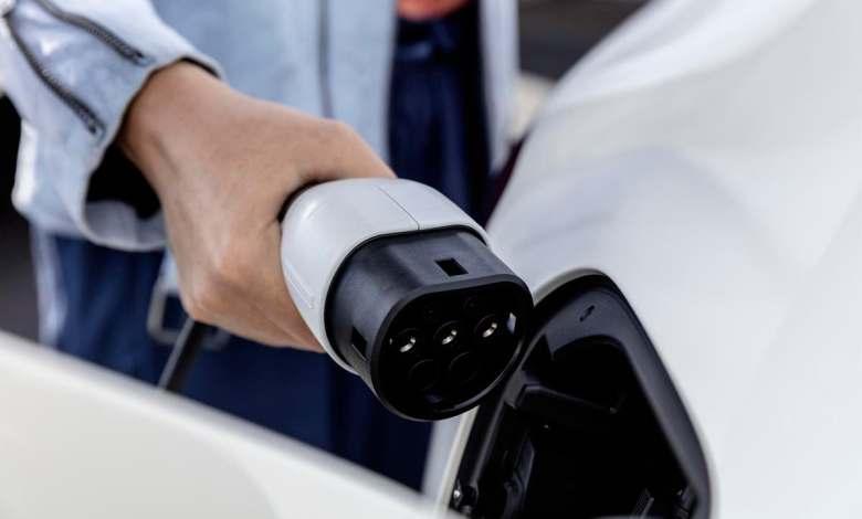 denuncian-que-se-promueva-el-coche-electrico-sin-controlar-el-precio-de-luz