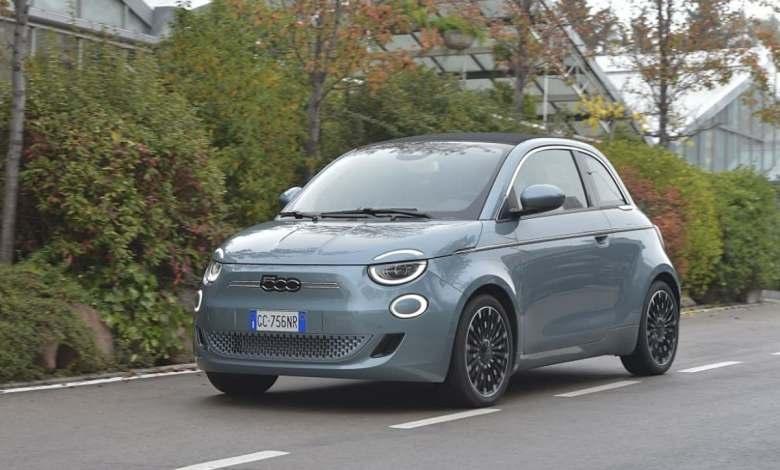 el-fiat-500e-electrico-esta-en-oferta-por-149-euros-al-mes:-esta-es-la-letra-pequena