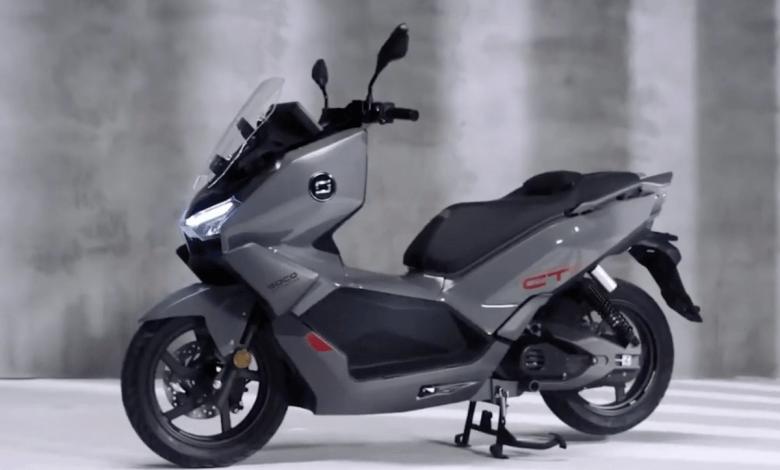 asi-es-el-super-soco-ct-titan,-el-scooter-electrico-buque-insignia-de-la-marca