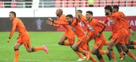 نهضة بركان يفوز بميدانه على الصفاقسي التونسي بثلاثة أهداف للاشيء ويتأهل للمباراة النهائية