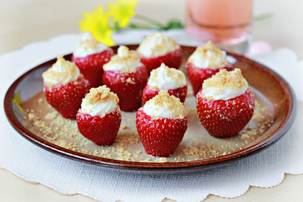 cheesecake-stuffed-strawberries