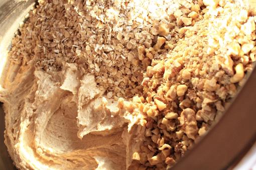 crispy-oatmeal-cookies-batter-oats-nuts
