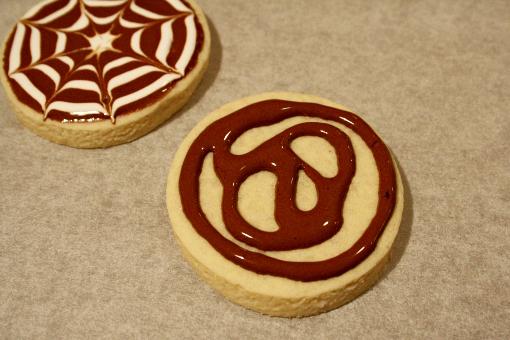 halloween-cobweb-sugar-cookie-decorating-brown-layer