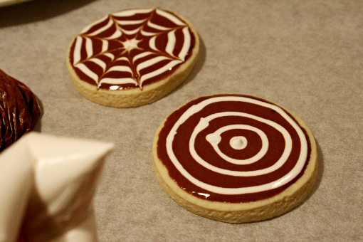 halloween-cobweb-sugar-cookie-white-circles