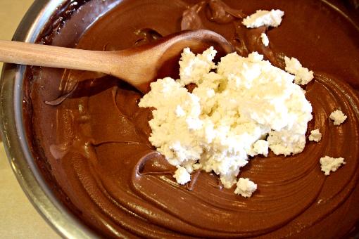 brownie-tart-adding-cream-cheese