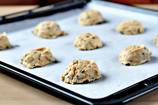 chocolate chip cookies recipe with step by step pictures, cookie dough on baking sheet
