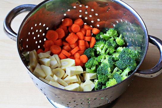 simple-vegetable-soup-recipe-carrots-parsnip-broccoli
