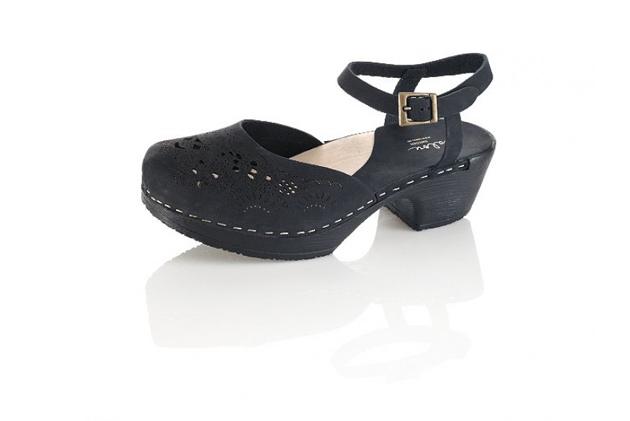 black-clogs