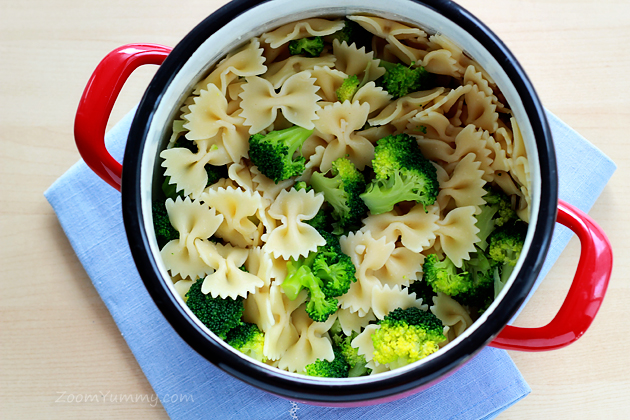 pasta with cheese, broccoli and dried tomatoes recipe