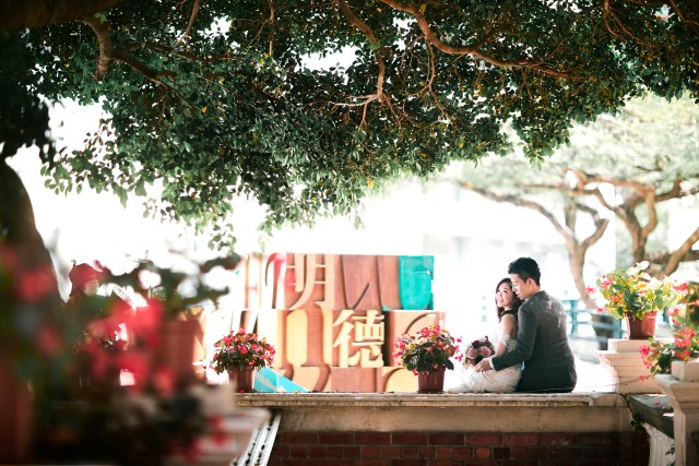 Hong Kong Engagement Portrait. Prewedding photo taken by zOO - Cheric K. 香港婚禮攝影 香港大學 文青 婚紗 禮服