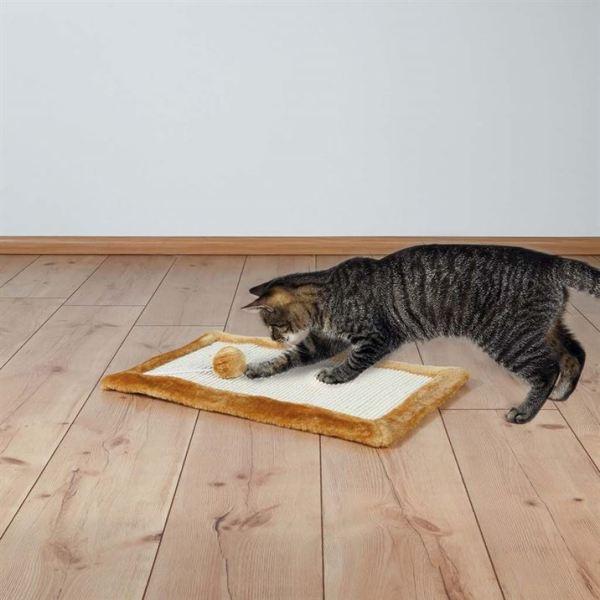 Дряпка-коврик с игрушкой для кошек Trixie коричневая 55х35 см.