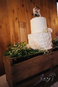 Wolke 9: Jana + David = German-American Rustic Wedding in Vermont by Zorz Studios (28)