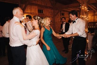 Wolke 9: Jana + David = German-American Rustic Wedding in Vermont by Zorz Studios (14)