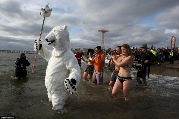 Zorz Froze: New Year's Day Swim (9)