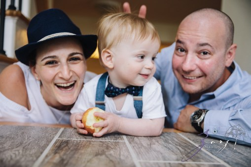 Singobooth: Funny Photoshoot for One-Year-Old by Zorz Studios (15)