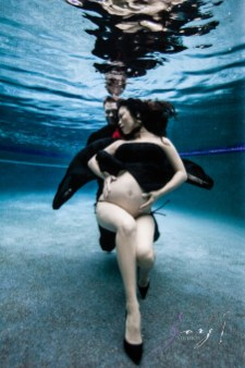 Vivacity: Stylish Underwater Maternity Shoot by Zorz Studios (ZORPHOTOUR 2018) (2)