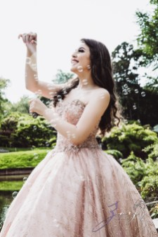 Regalo: Loving Parents Give a Gift of All-Day Quinceanera Photography by Zorz Studios (16)