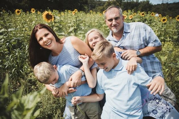 Field Trap: Sunflower Field Photoshoot for Three Families by Zorz Studios (44)