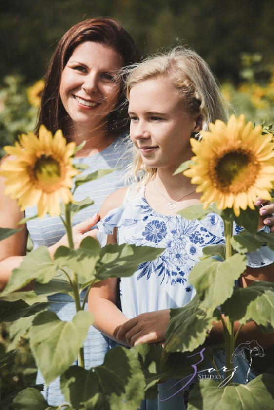 Field Trap: Sunflower Field Photoshoot for Three Families by Zorz Studios (32)