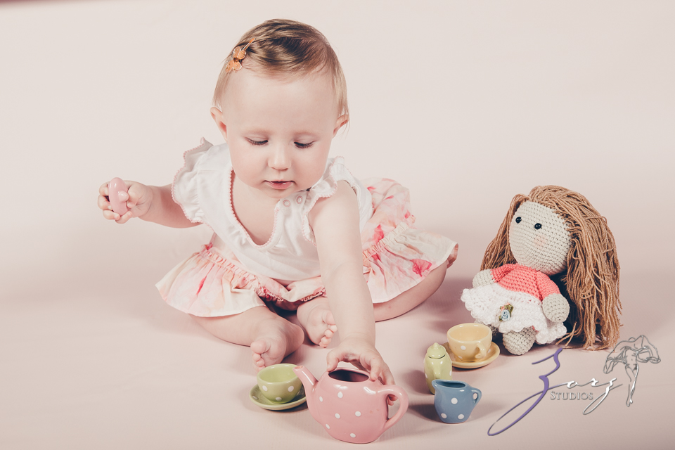 Veyear: Our Baby Girl First Birthday Photoshoot in Poconos by Zorz Studios (21)