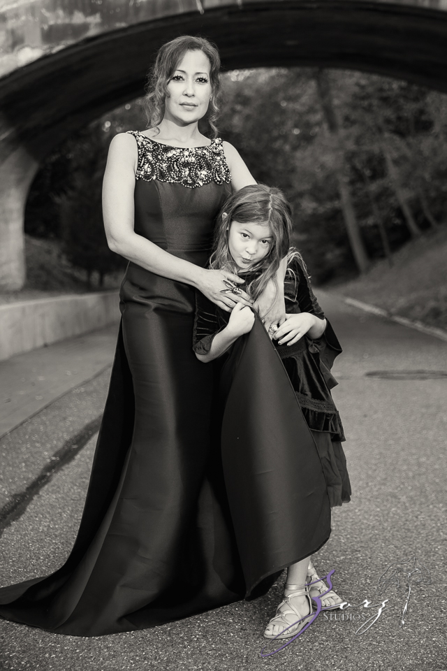 Womansion: Stylish Family Shoot at Vanderbilt Museum by Zorz Studios (4)