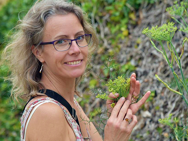 Nathalie Deshayes Atelier Plantes sauvages comestibles au gîte Zou la Galinette