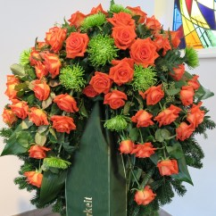Kranz orange Rosen, grüne Shamrock