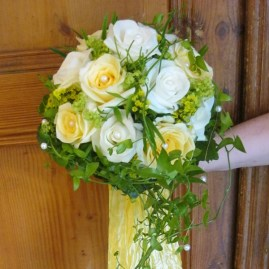 Brautstrauß creme weiß