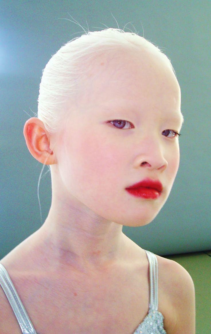 free-albino-japanese-girl-ebony-gifs