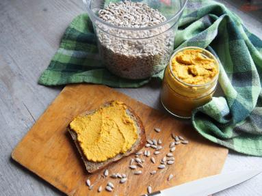 Zdjęcie - Smakowita pasta ze słonecznika - Przepisy kulinarne ze zdjęciami
