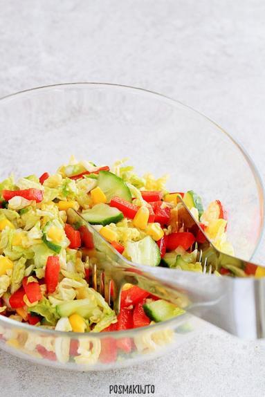 Zdjęcie - Sałatka z kapusty pekińskiej – idealna na grilla - Przepisy kulinarne ze zdjęciami