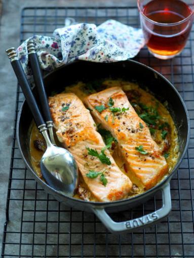 Zdjęcie - Łosoś w kremowym sosie z suszonymi pomidorami. Obiad na lato! - Przepisy kulinarne ze zdjęciami