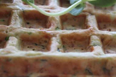 Zdjęcie - Wytrawne gofry z cukinii i sera. - Przepisy kulinarne ze zdjęciami